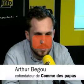 Comme des Papas au micro de France Info